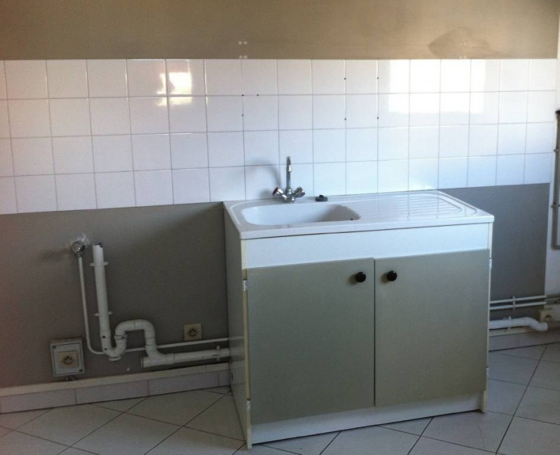 Rental empty room/storage Les angles 530€ CC - Picture 4