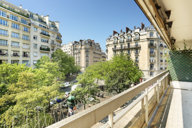 Paris 16th District – A 2-bed apartment enjoying an open view