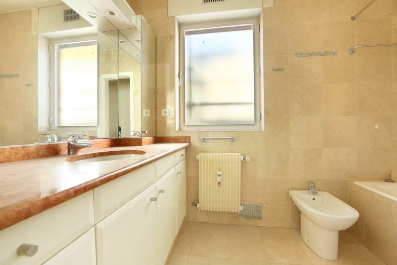 Deluxe sale apartment Neuilly-sur-seine 1350000€ - Picture 11