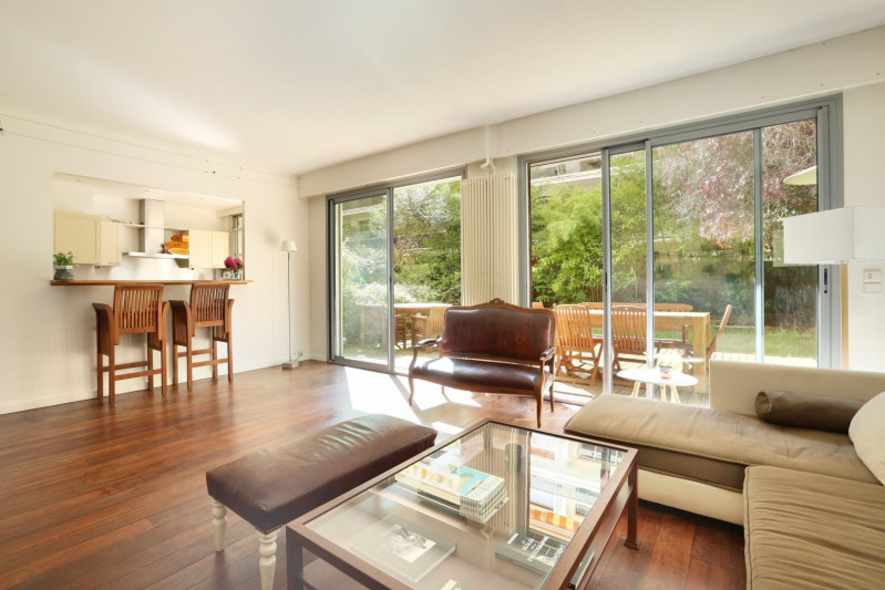 Neuilly-sur-Seine. A delightful garden-level apartment.