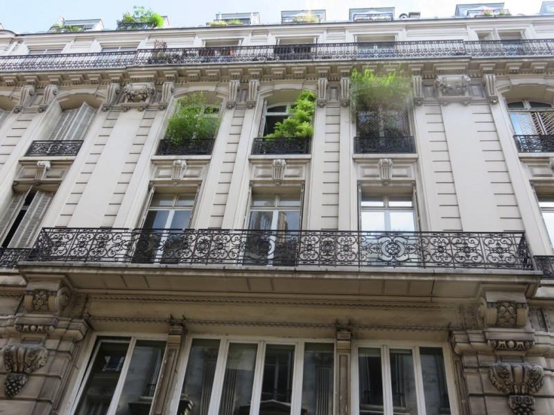 Location appartement Paris 9ème 850€ CC - Photo 2