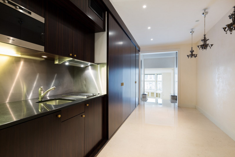 Vente de prestige appartement Paris 8ème 2850000€ - Photo 2