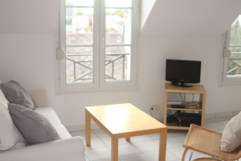 Location appartement Fontainebleau 795€ CC - Photo 2