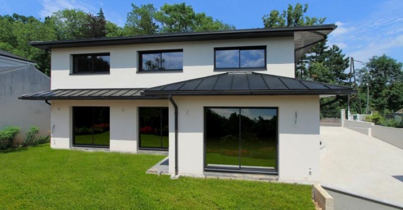 """Modèle de maison  """"Modèle de Villa Solaire à Toiture Contemporaine"""" à partir de 6 pièces Yvelines par Yvelines Tradition"""
