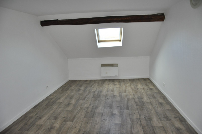 Rental apartment Voisins-le-bretonneux 705€ CC - Picture 1