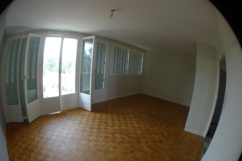 Rental apartment Oullins 740€ CC - Picture 2