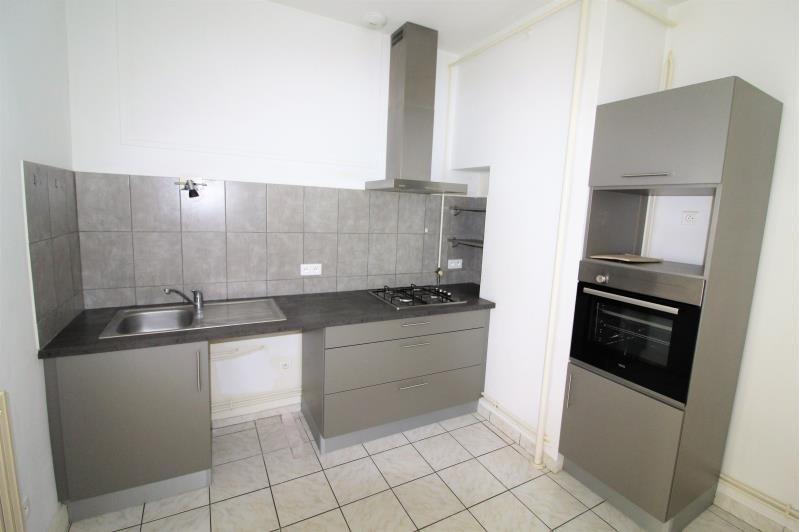 Rental apartment Voiron 639€ CC - Picture 2