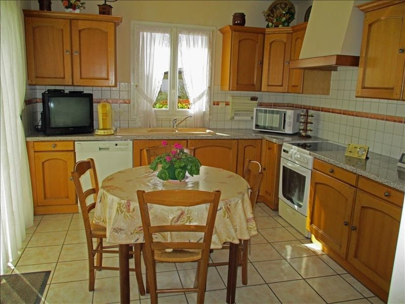 Sale house / villa St jean d angely 184000€ - Picture 3