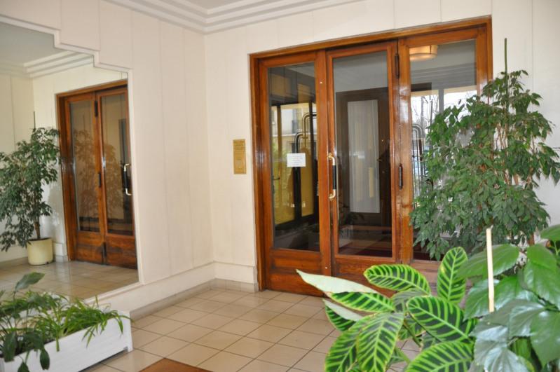 Location appartement Paris 17ème 1280€ CC - Photo 3