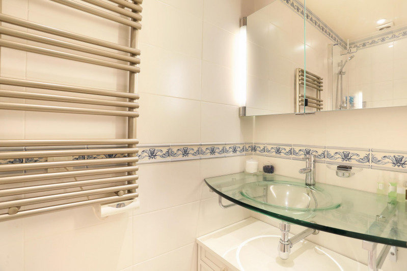 Deluxe sale apartment Neuilly-sur-seine 560000€ - Picture 9