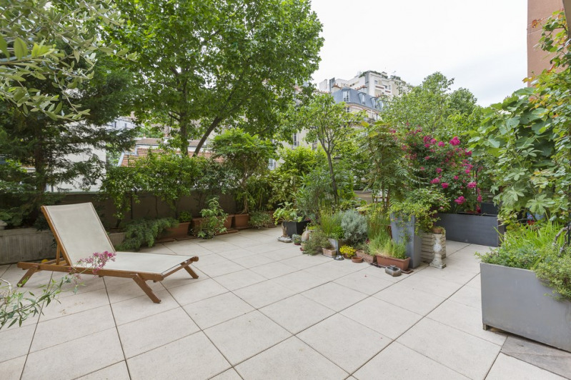 Location appartement Paris 18ème 2 053€ CC - Photo 3