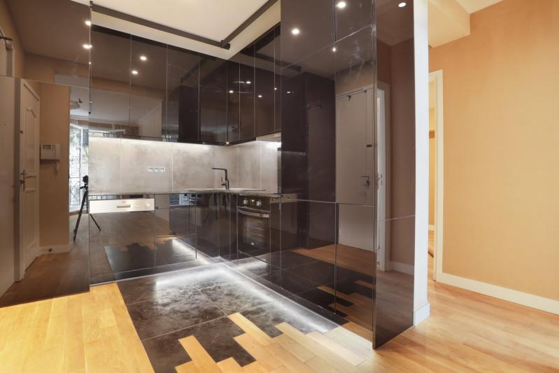 Vente de prestige appartement Paris 8ème 990000€ - Photo 4
