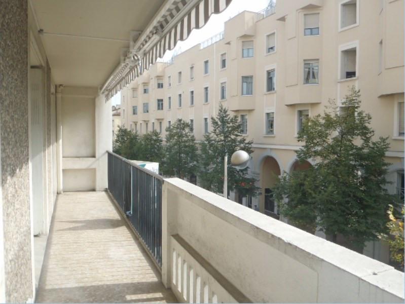 Location appartement Villefranche sur saone 838,41€ CC - Photo 1