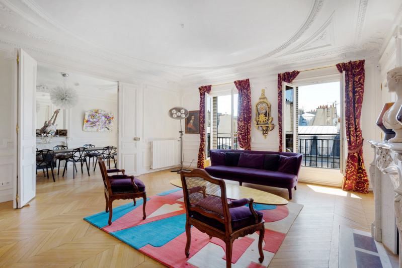 Paris 8th District – A sunny three-bed apartment