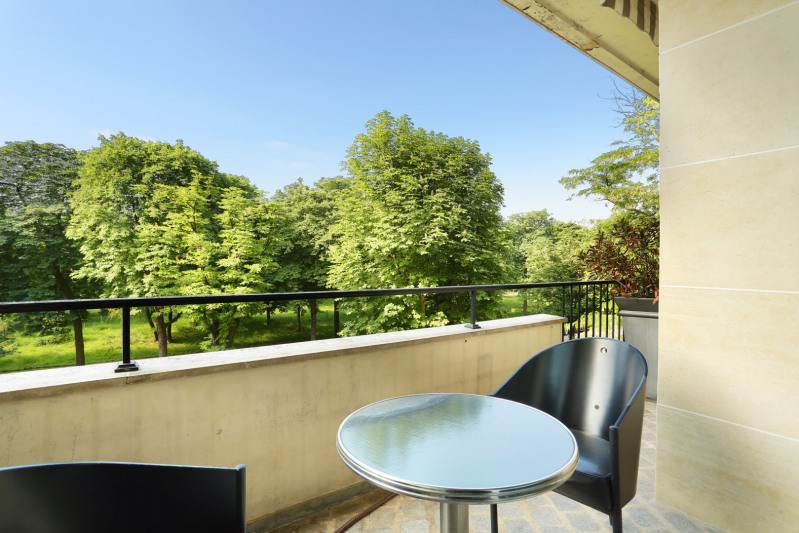 Deluxe sale apartment Neuilly-sur-seine 1890000€ - Picture 2