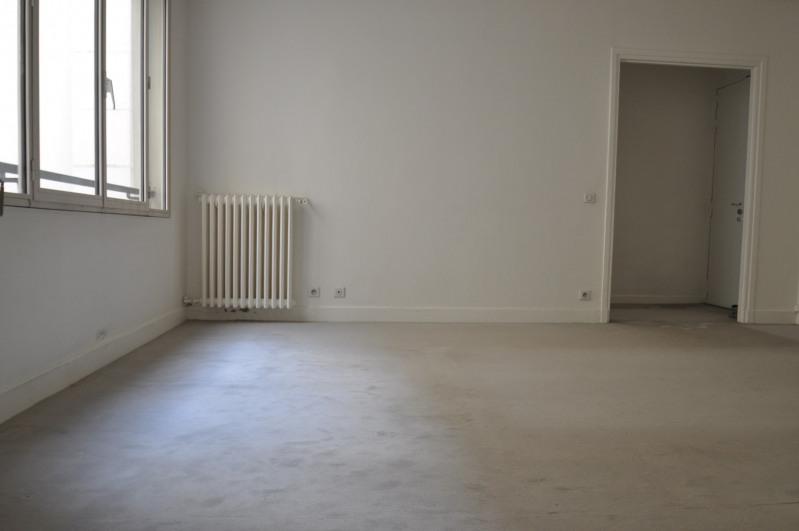 Location appartement Paris 8ème 1095€ CC - Photo 1