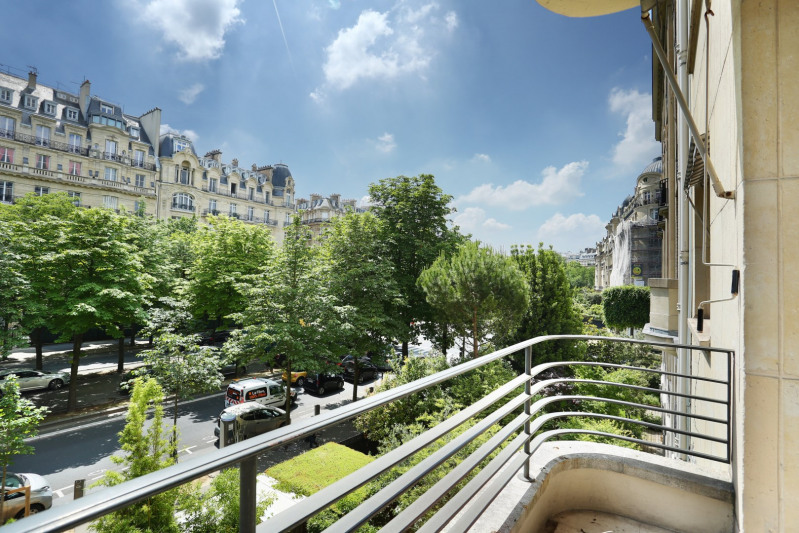 Paris 16th District – A beautifully renovated apartment.
