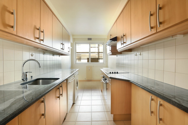 Deluxe sale apartment Neuilly-sur-seine 1350000€ - Picture 4