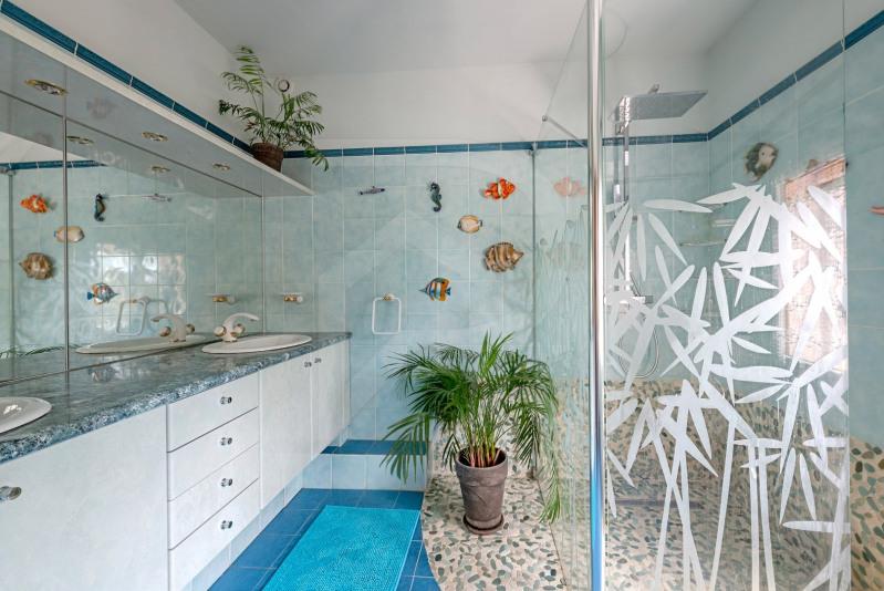 Sale house / villa Althen-des-paluds 377000€ - Picture 9