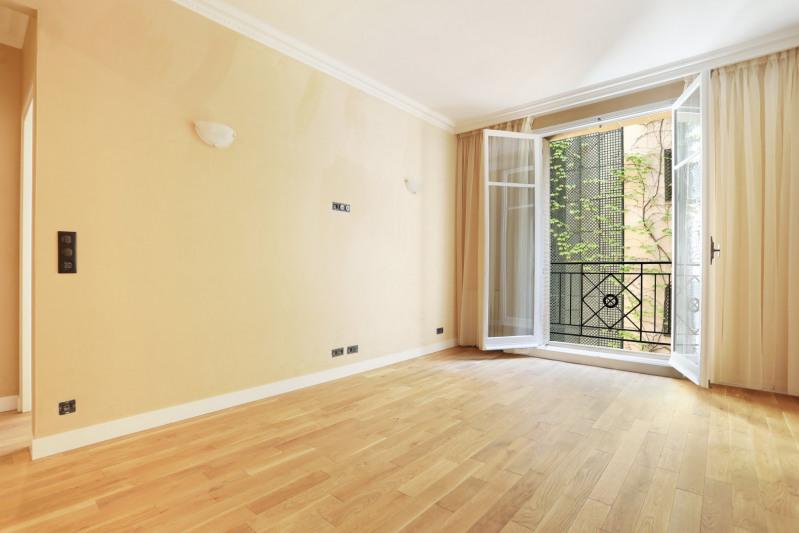 Vente de prestige appartement Paris 8ème 990000€ - Photo 2