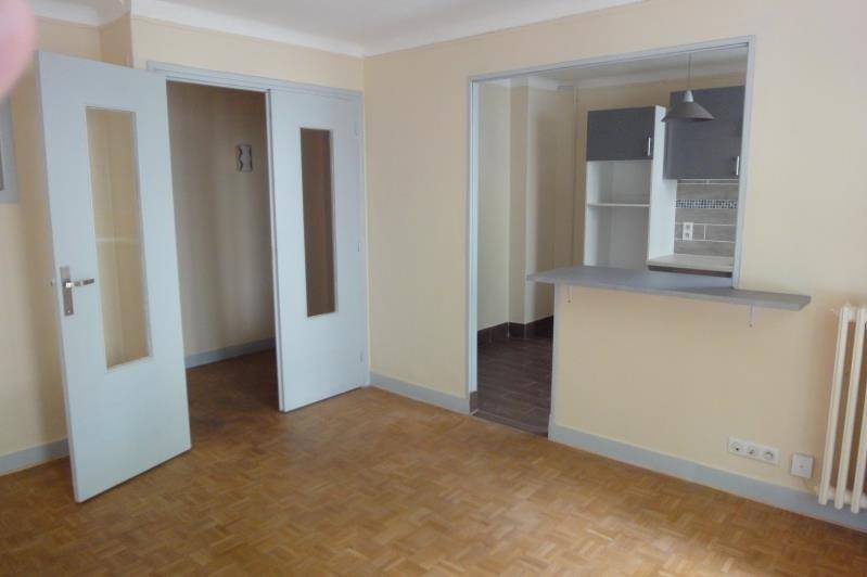 Rental apartment Paris 20ème 1213€ CC - Picture 1