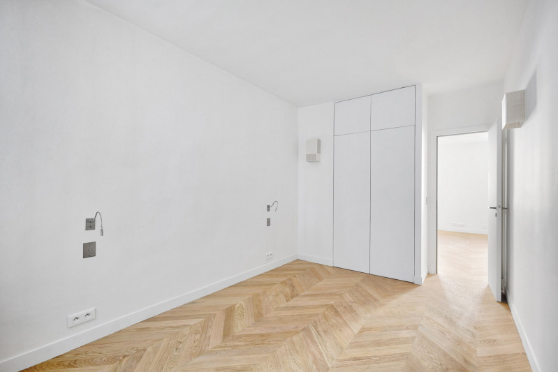 Deluxe sale apartment Paris 7ème 695 000€ - Picture 2
