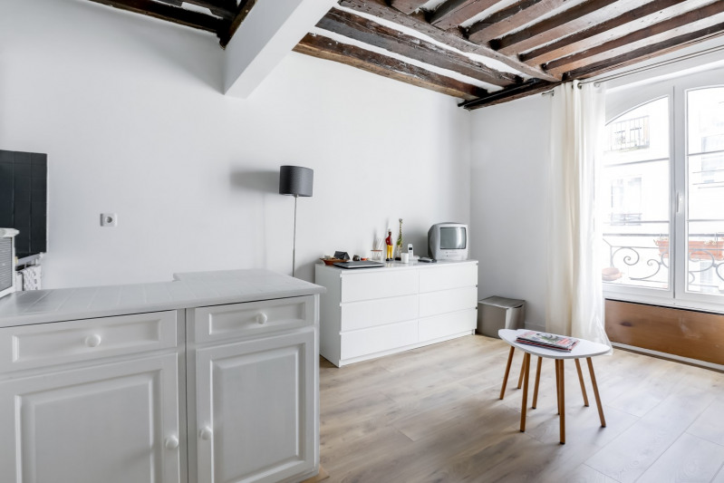 Sale apartment Paris 1er 330 000€ - Picture 1
