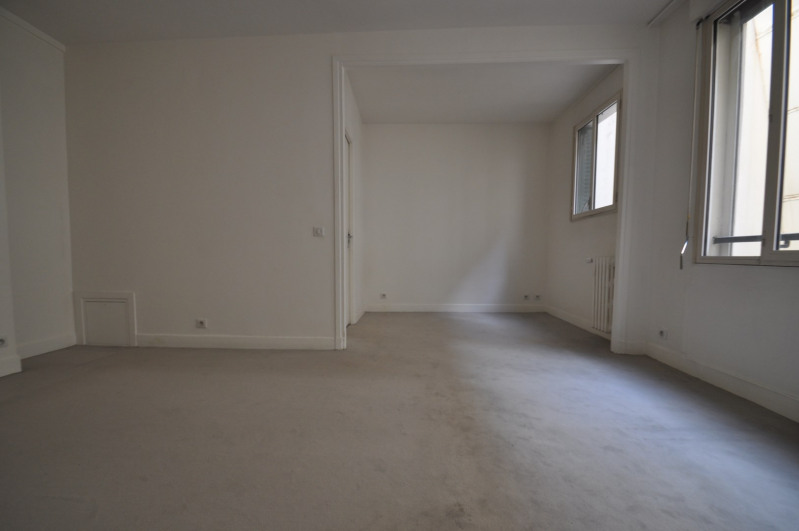 Location appartement Paris 8ème 1095€ CC - Photo 2
