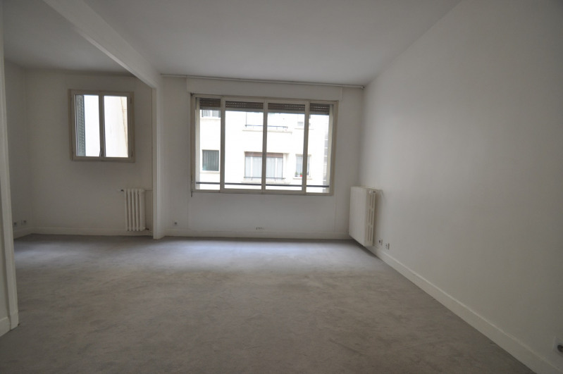 Location appartement Paris 8ème 1 095€ CC - Photo 1