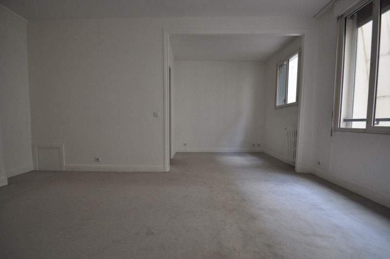 Location appartement Paris 8ème 1 095€ CC - Photo 2