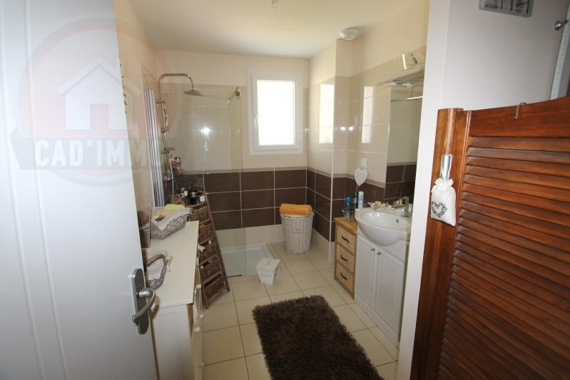 Sale house / villa St aubin de lanquais 189000€ - Picture 4