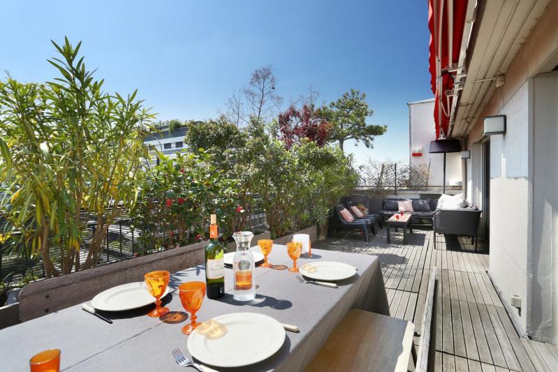Paris 16th District – A penthouse apartment with terraces.