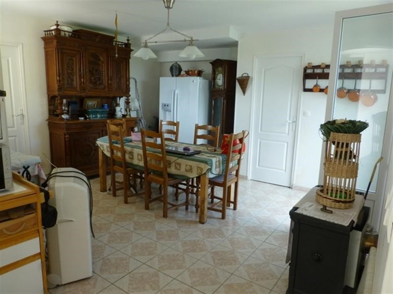 Sale house / villa St jean d angely 167000€ - Picture 5
