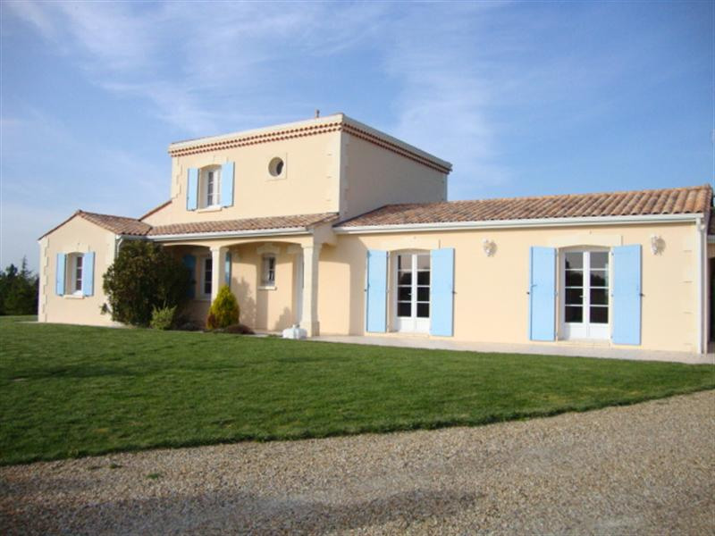 Sale house / villa Loulay 274 300€ - Picture 1