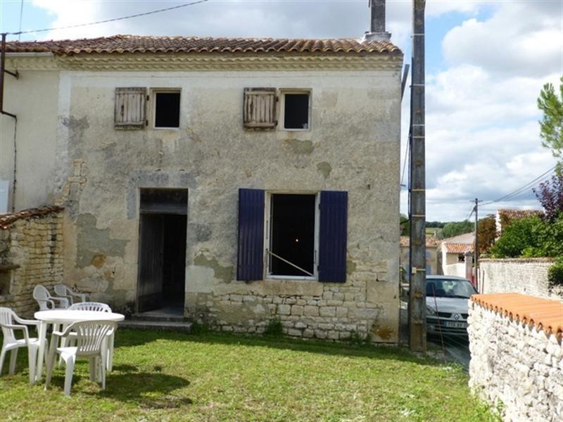Sale house / villa Saint-jean-d'angély 96800€ - Picture 1