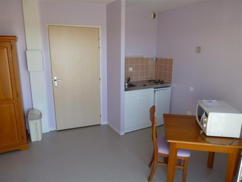 Rental apartment Saint-jean-d'angély 305€ CC - Picture 2