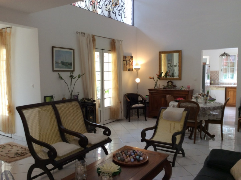 Rental house / villa Bras panon 1 395€cc - Picture 4