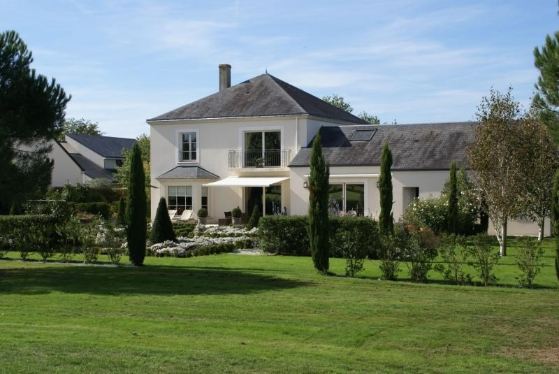 Deluxe sale house / villa Cholet 575330€ - Picture 1