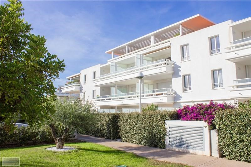 Deluxe sale apartment Carqueiranne 880000€ - Picture 1