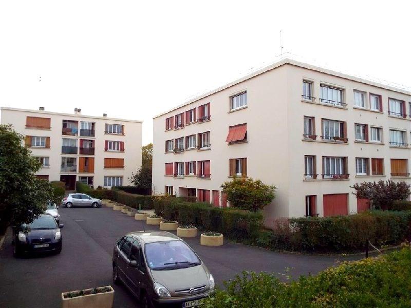 Affitto appartamento Ste genevieve des bois 900€ CC - Fotografia 1