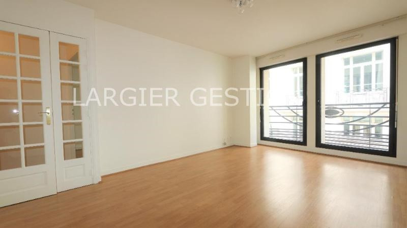 Location appartement Paris 8ème 1 850€ CC - Photo 2