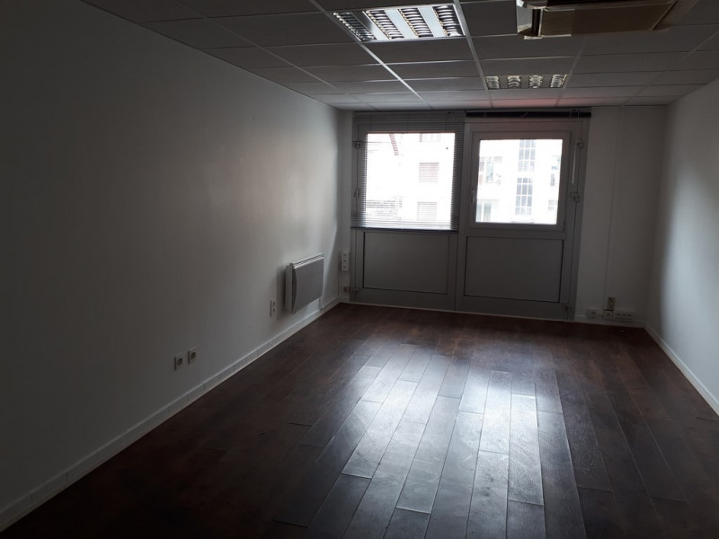 Location local commercial Annecy 586€ CC - Photo 3