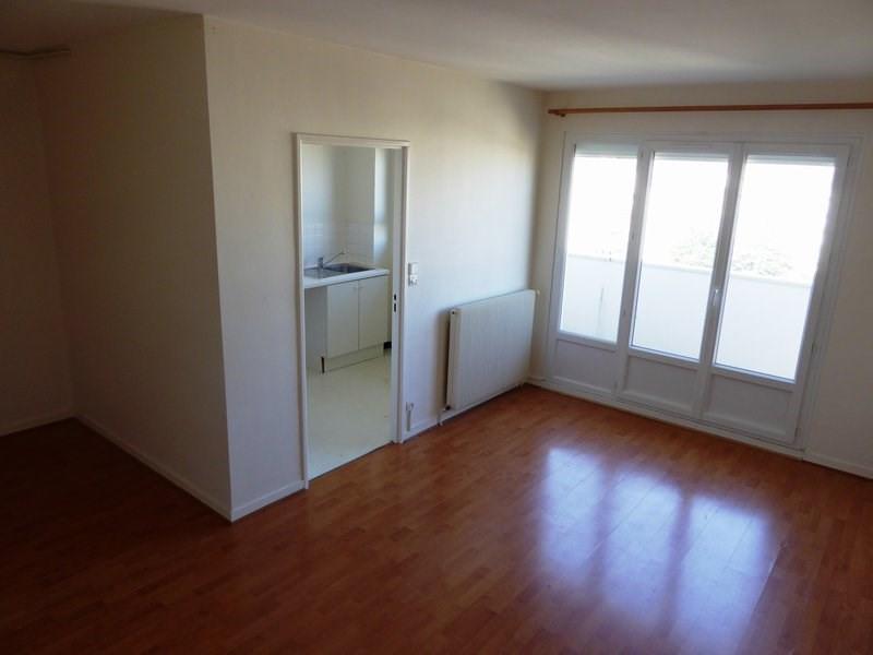 Rental apartment Elancourt 634€ CC - Picture 1