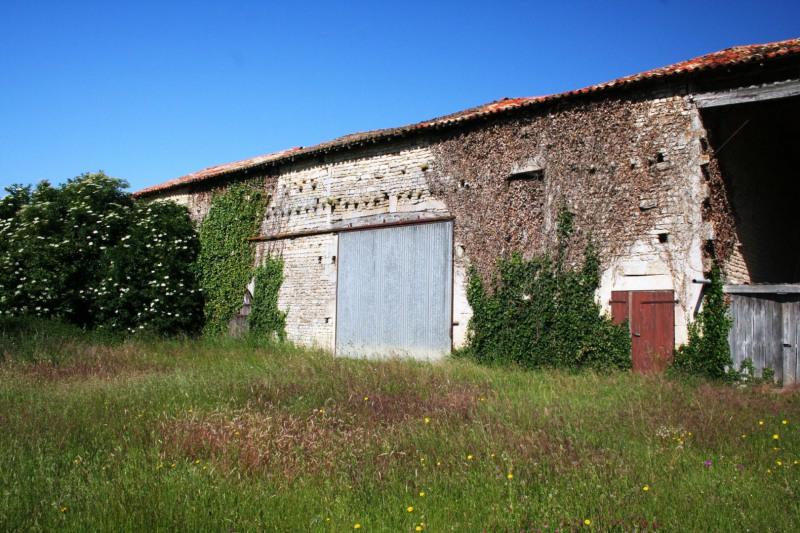 Sale house / villa Chef-boutonne 60500€ - Picture 11