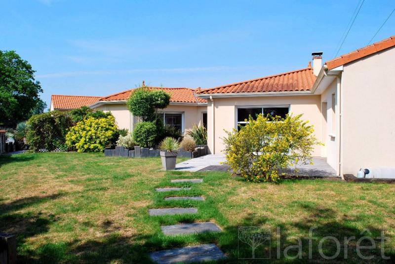 Sale house / villa Cholet 395000€ - Picture 1