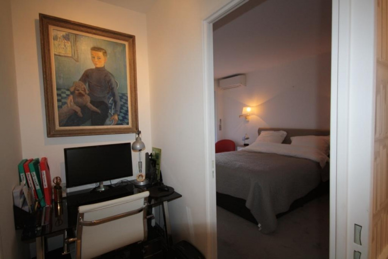 Vacation rental apartment Oree du cap d'antibes  - Picture 7
