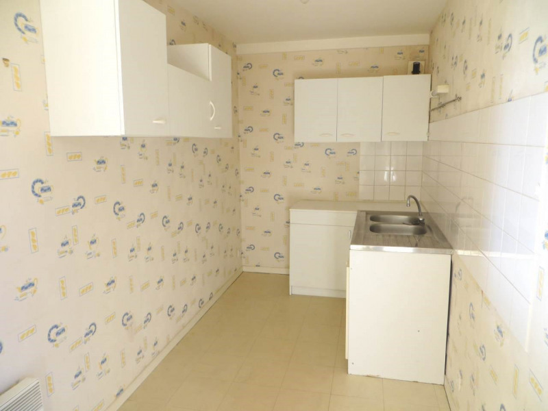 Rental apartment Saint-fort-sur-le-né 360€ CC - Picture 2