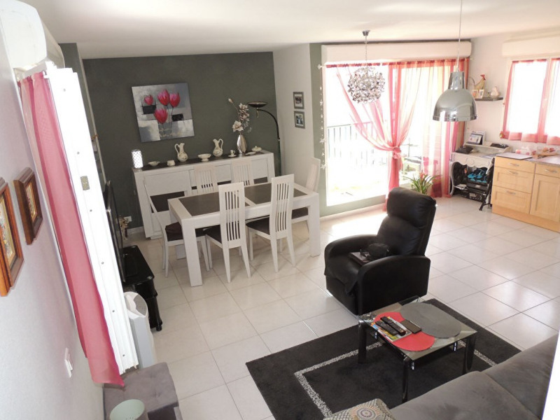Sale apartment Royan 250 000€ - Picture 1