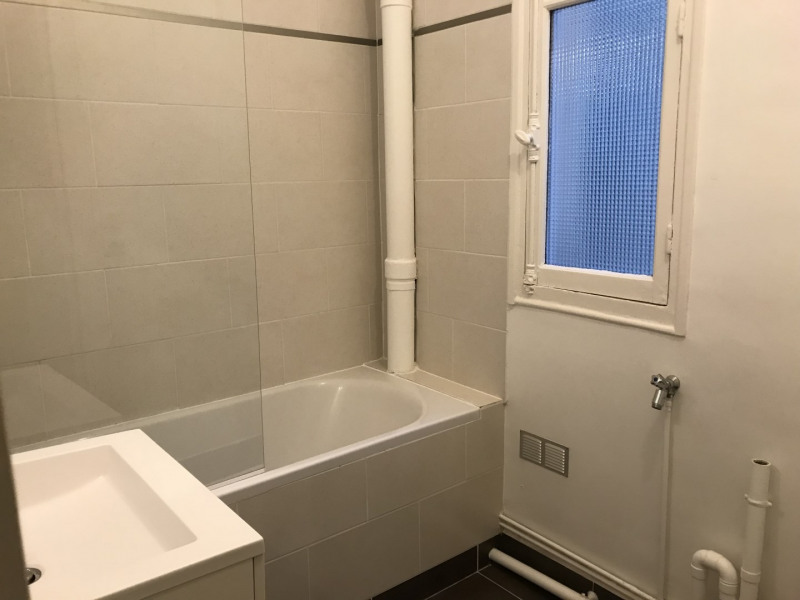 Rental apartment Paris 15ème 1 312€ CC - Picture 4