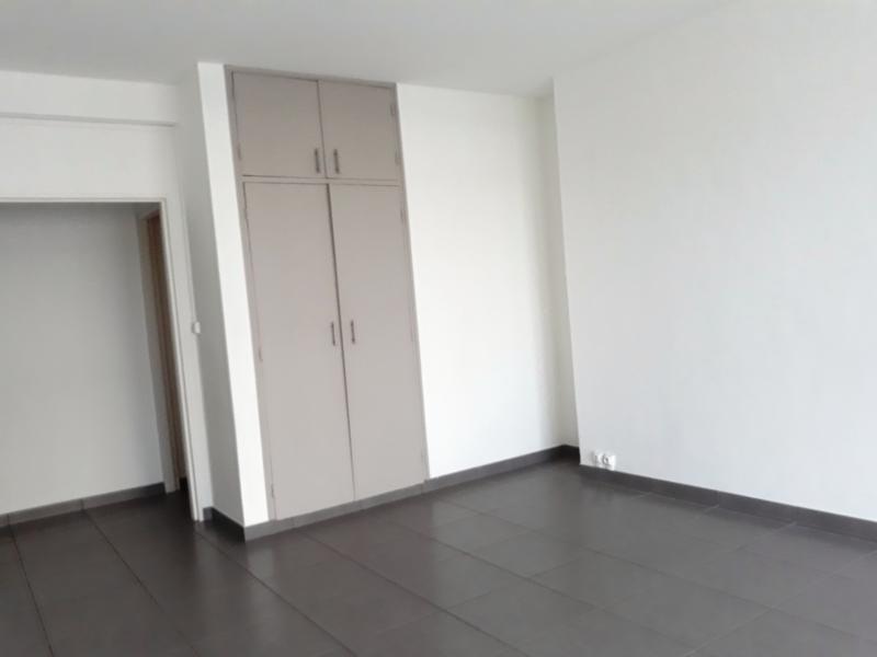 Sale apartment St denis 211000€ - Picture 3